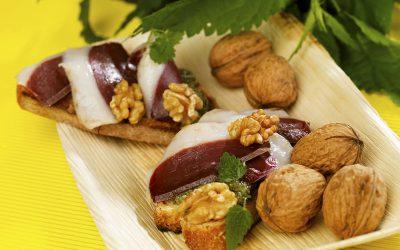 Tartines pesto de Noix du Périgord & roquette, huile de noix et magret fumé